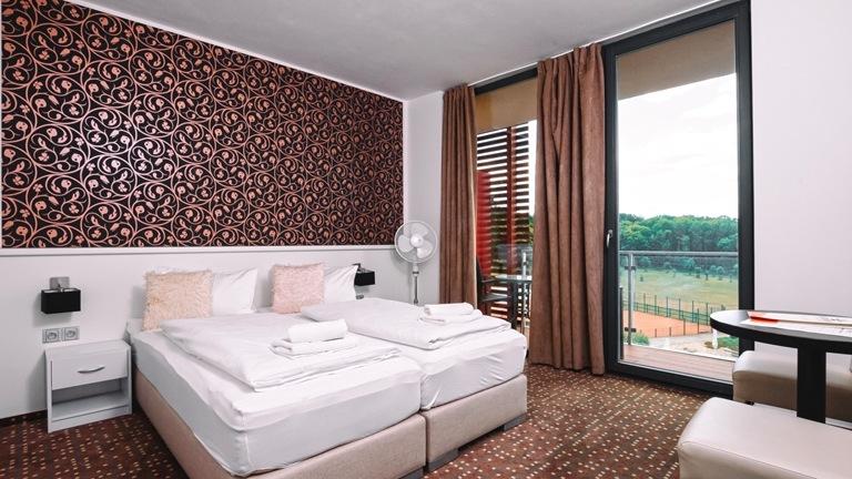 Superior pokoje nabízejí komfortně vybavenou koupelnu a výhled na okolní přírodu.