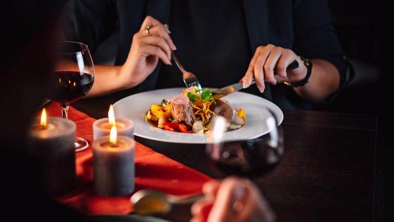 Užijte si půlhodinovou masáž a tříchodový gastronomický zážitek v naší restauraci.