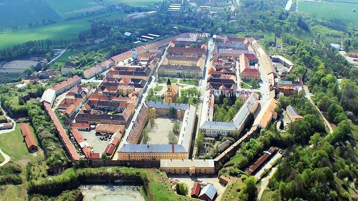 Barokní pevnost Josefov naleznete ve stejnojmenném městě u města Jaroměř.