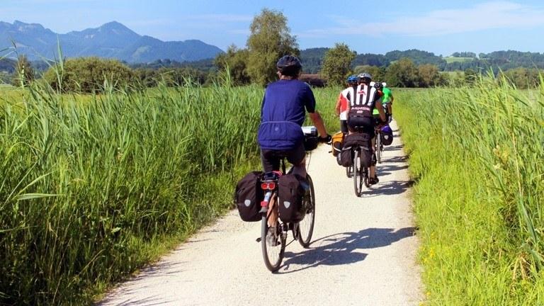 Vyzkoušejte místní cyklotrasy v okolí resortu K-triumf.